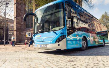 Ein moderner Elektro-Hybridbus der Göttinger Verkehrsbetriebe. Bis zum Jahr 2030 soll der Busbetrieb in ganz Göttingen elektrifiziert werden.